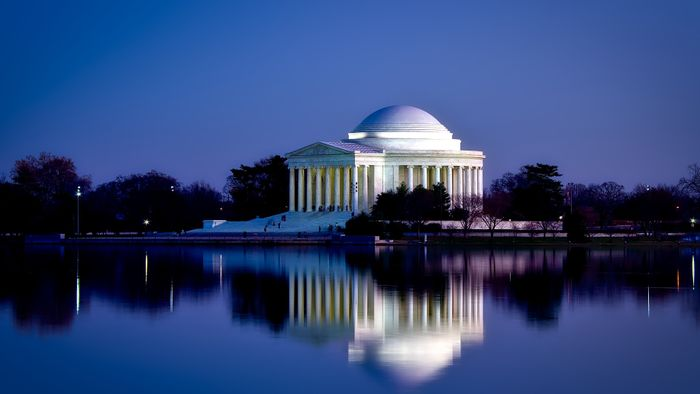 What Information Is in a Washington, D.C., Travel Guide?