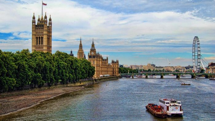 How deep is the River Thames?