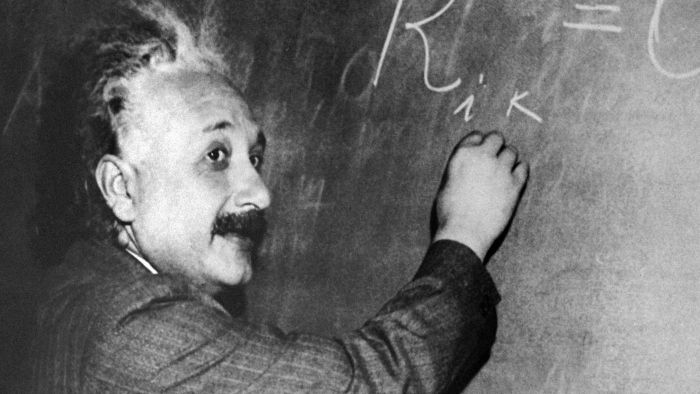 Did Einstein help invent the atomic bomb?