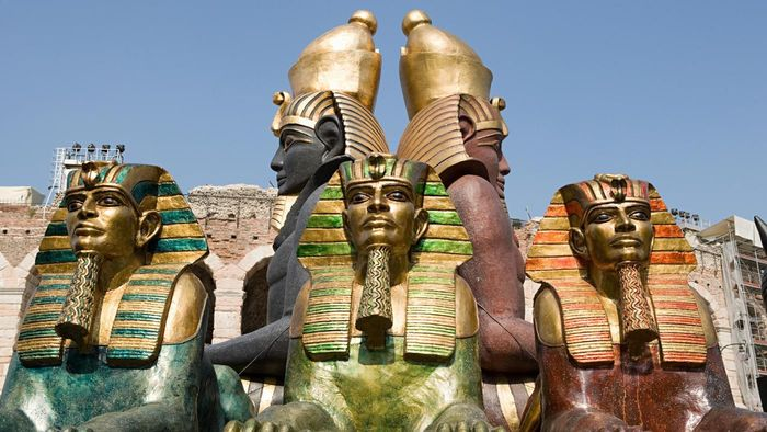 What Did Pharaohs Wear?