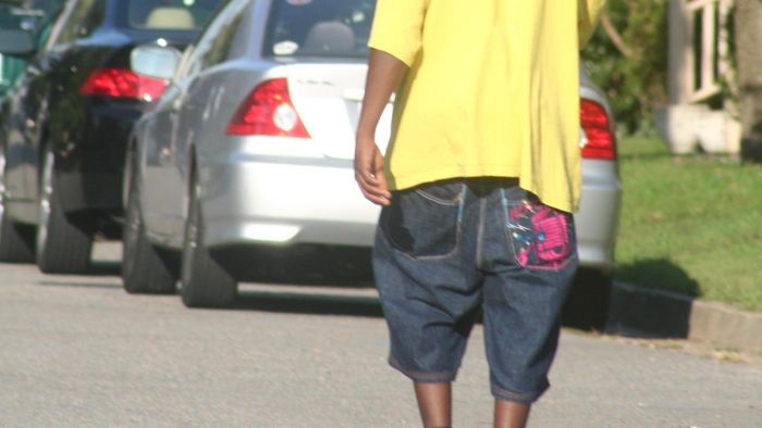 Where did the sagging pants trend start?