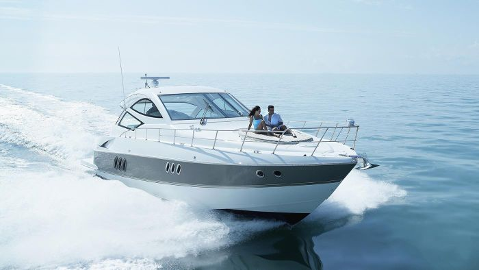 What Is the Difference Between a Boat and a Yacht?