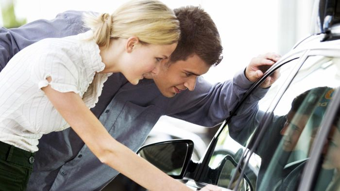 What Is the Difference Between Leasing a Car and Buying a Car?
