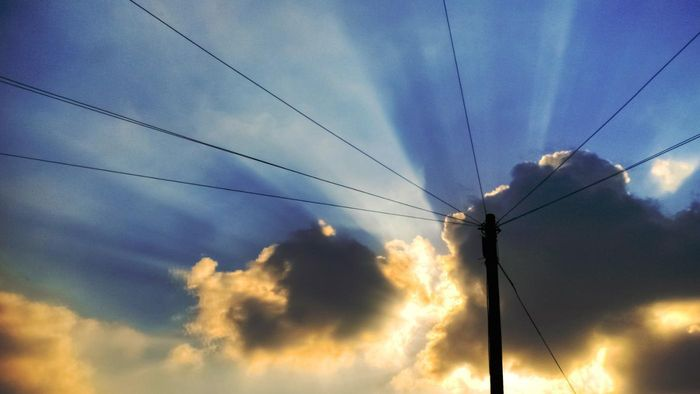 How Does Electricity Travel Through Wires?