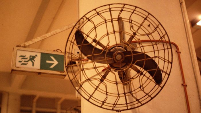 What Is an Enclosed Ceiling Fan?