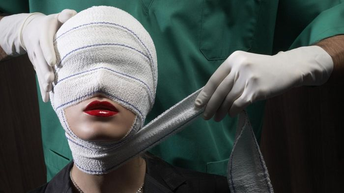 How do you evaluate the risks and benefits of plastic surgery?