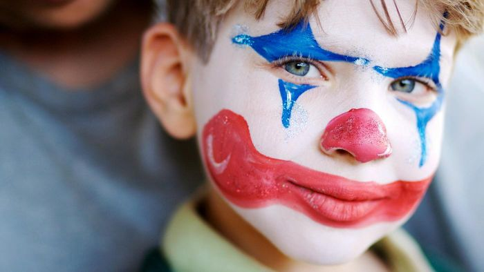 What Are Some Examples of Cute Clown Makeup?