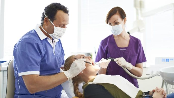 What is the expected salary for a dental assistant?