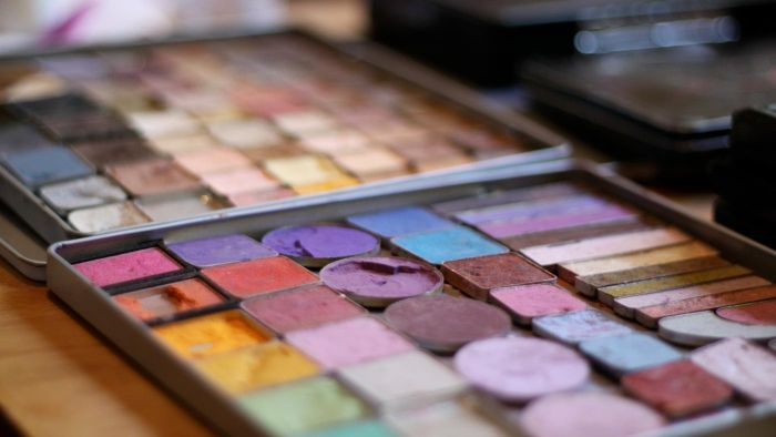 What is an eyeshadow palette for brown eyes?