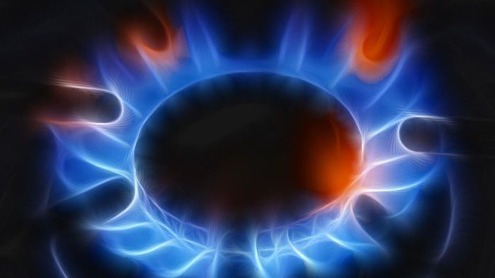 What factors affect heating oil prices?