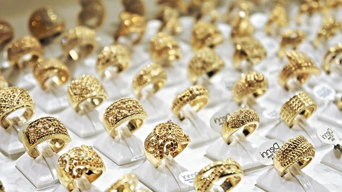 What Factors Influence the Price of Gold?