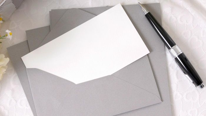 How Do You Fill Out a Wedding Response Card?
