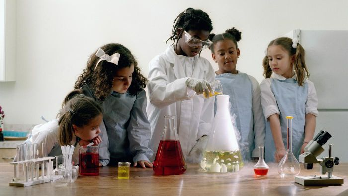 What are some good chemistry experiments for kids?