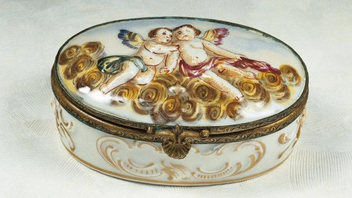 Where Are Good Places to Find Antique Collectible Porcelain Boxes Online?