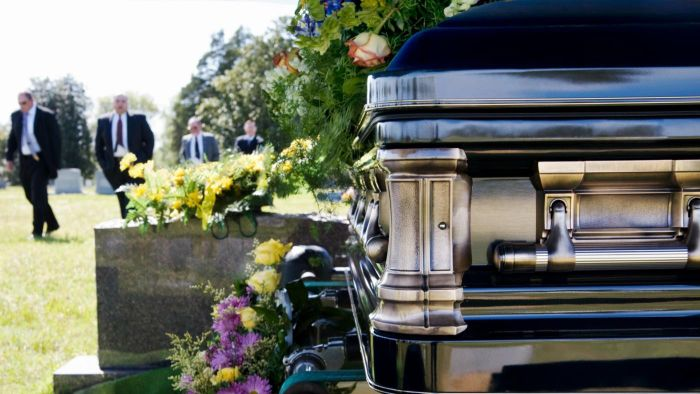 What Is a Graveside Service?
