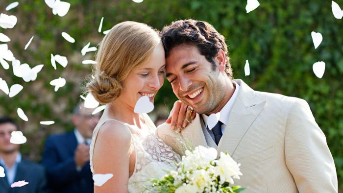 What Does the Groom Pay for at the Wedding?