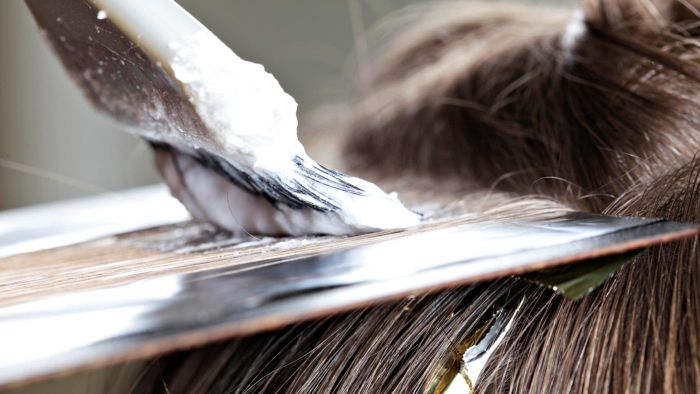 What are common hair bleach ingredients?