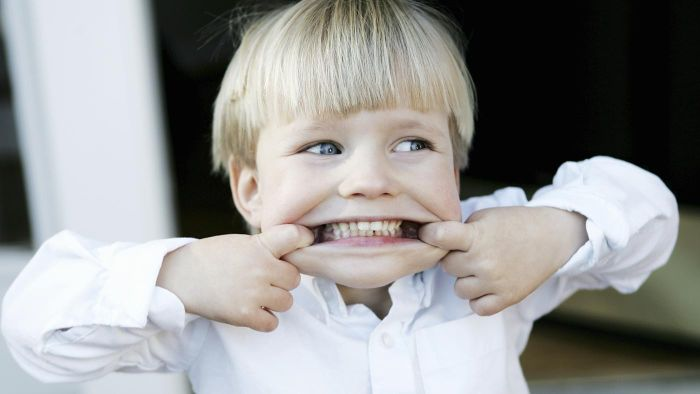 What are the harmful effects of junk food on teeth?