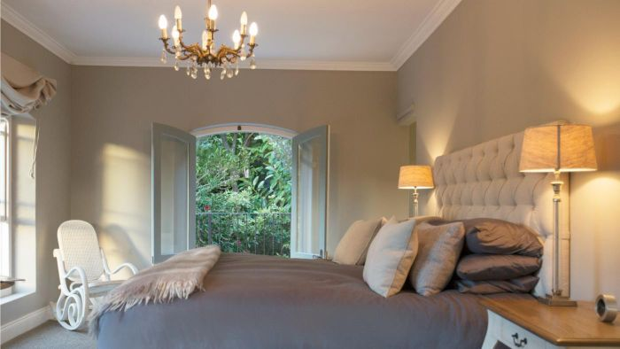 At What Height Do You Put a Chandelier Over a Bed?