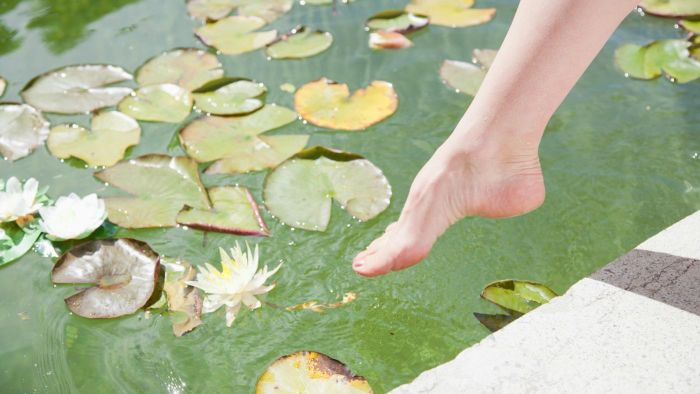 What Is a Home Remedy to Make My Feet Beautiful?