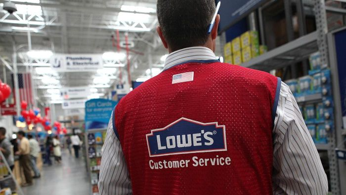 What are the hours of operation at Lowe's?