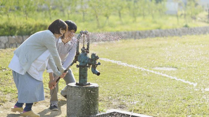 How does a water well pressure tank work?