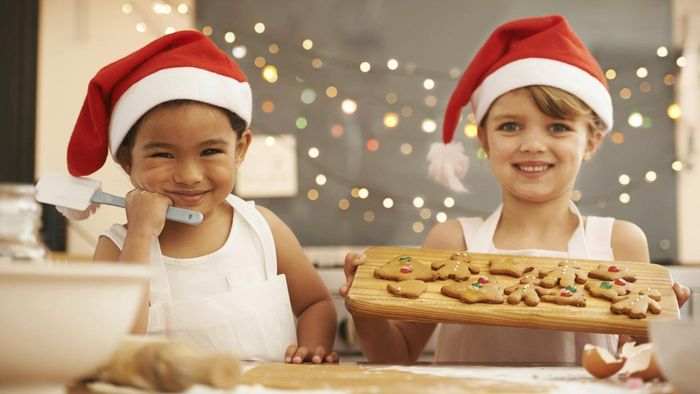What are some ideas on how to host a kids' Christmas party?
