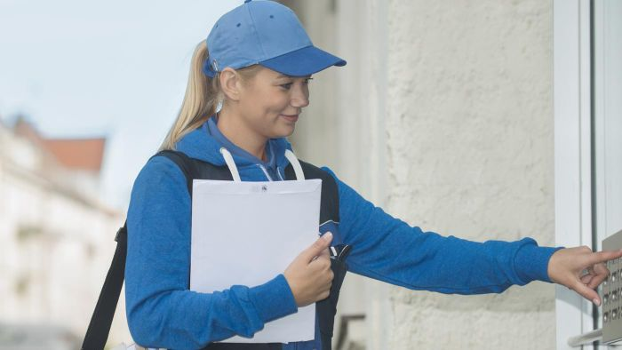 What Is the Job Description of a Mail Carrier?
