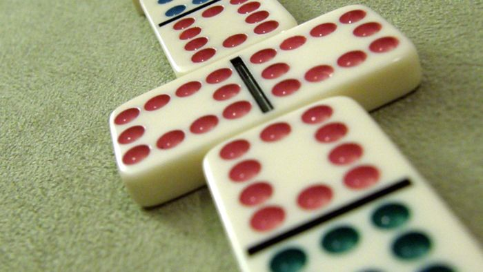 How Do You Keep Score in Dominoes?