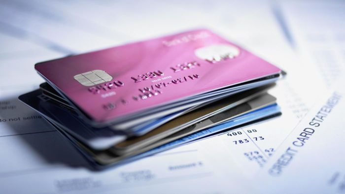 What kinds of credit cards does Discover offer?