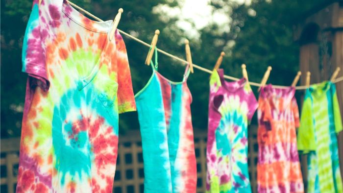 How Long Do Tie-Dye Shirts Need to Dry Before Taking Off the Rubber Bands?