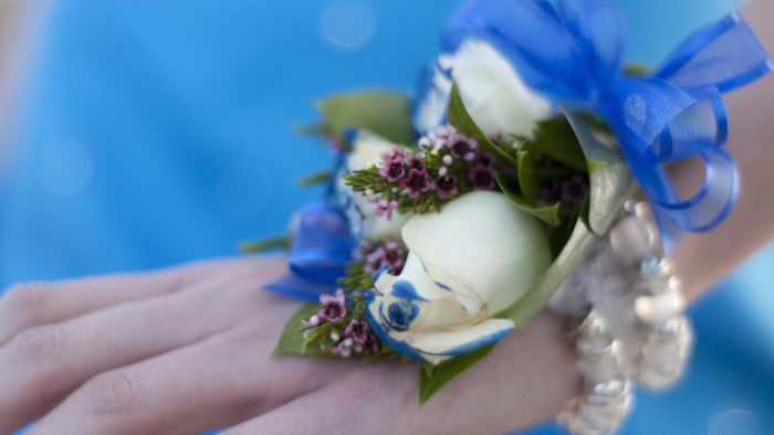 How Do You Make a Corsage?