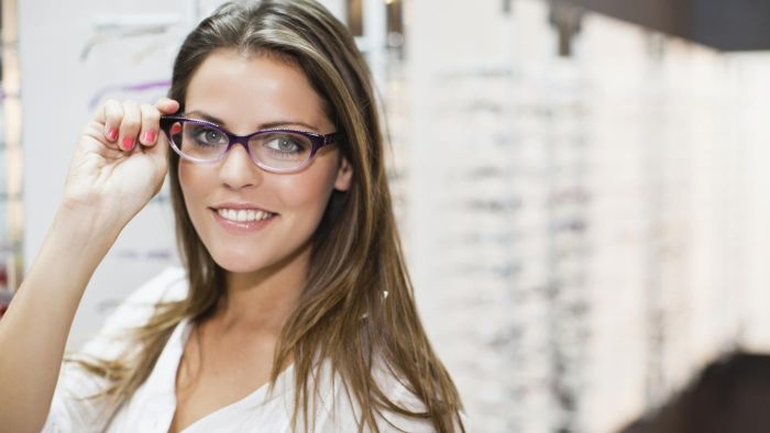How Do They Make Eyeglasses in One Hour?
