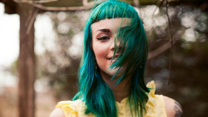 How do you make green hair dye?