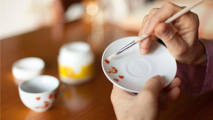 How Do You Make Hand-Painted Ceramic Plates?