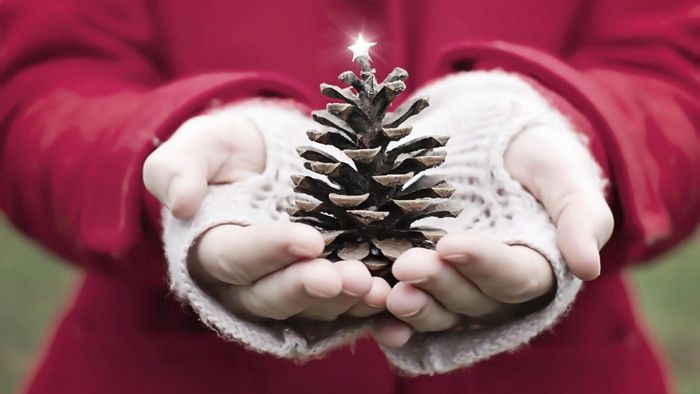 How Do I Make a Pine Cone Christmas Tree Ornament?