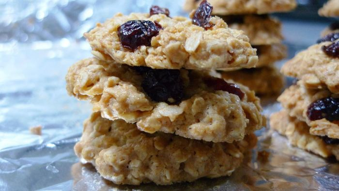 How Do You Make a Simple Oatmeal Cookie Recipe?
