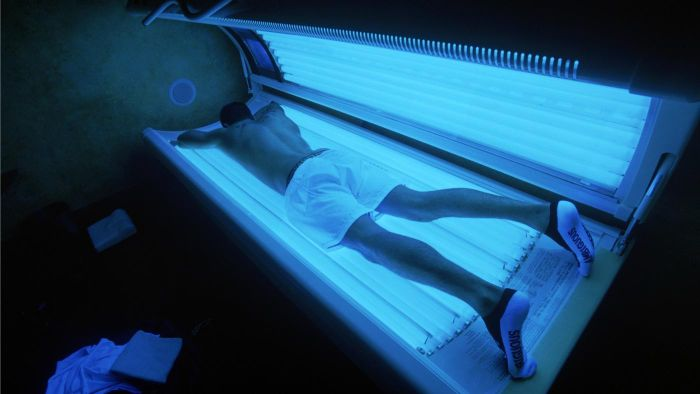 How Do You Make a Tanning Bed Cleaner?