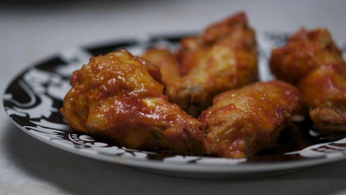 How Many Calories Are in Buffalo Chicken Wings?
