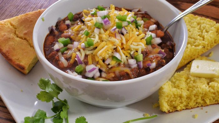 How Many Calories Are in Homemade Chili?