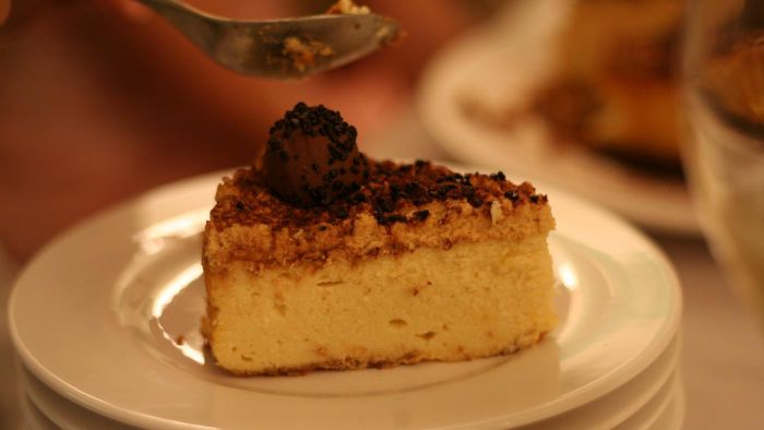 How many calories are in a slice of cheesecake?