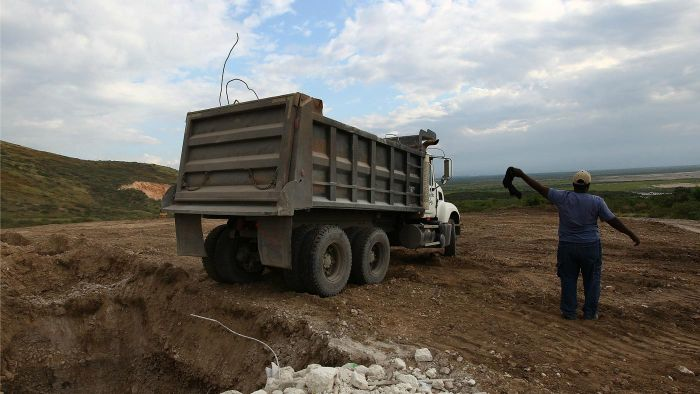 How Many Cubic Yards Does a Dump Truck Hold?