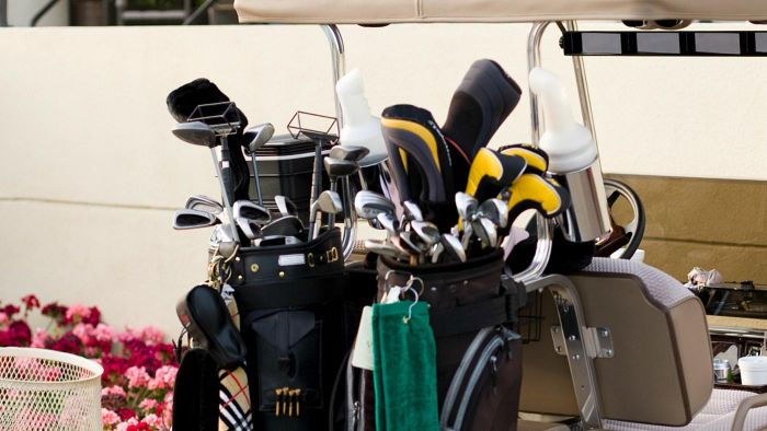 How Many Golf Clubs Can You Carry?