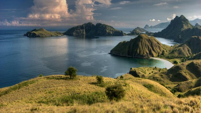 How Many Islands Make up Indonesia?