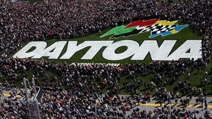 How Many People Attend the Daytona 500?
