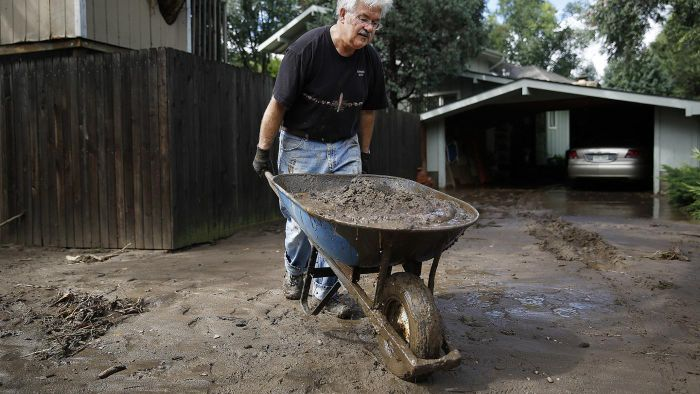 How Many Wheelbarrows Are in a Cubic Yard?