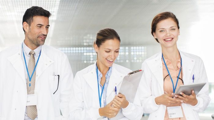 Is There a Mobile App for Rating Doctors?