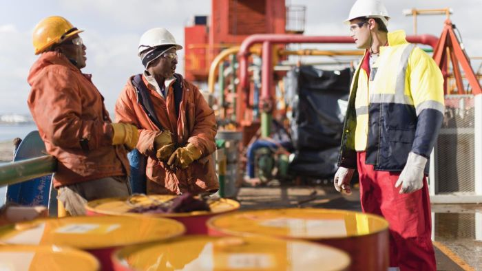 How Much Does 1 Gallon of Crude Oil Weigh?
