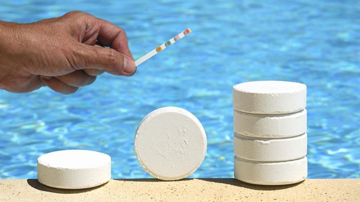 How Much Chlorine Per Gallon Do I Put in My Pool?
