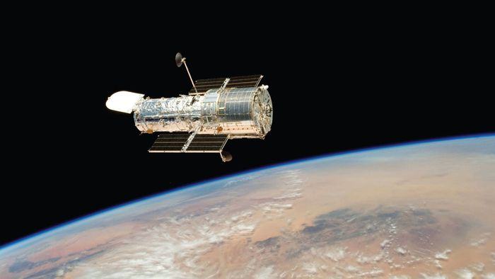How much did the Hubble telescope cost to build?